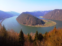 The Danube river loop at Schlögen (echumachenco) Tags: iphone österreich austria oberösterreich upperaustria march valley hillside hill schlögenerschlinge schlögen loop water river donau danube