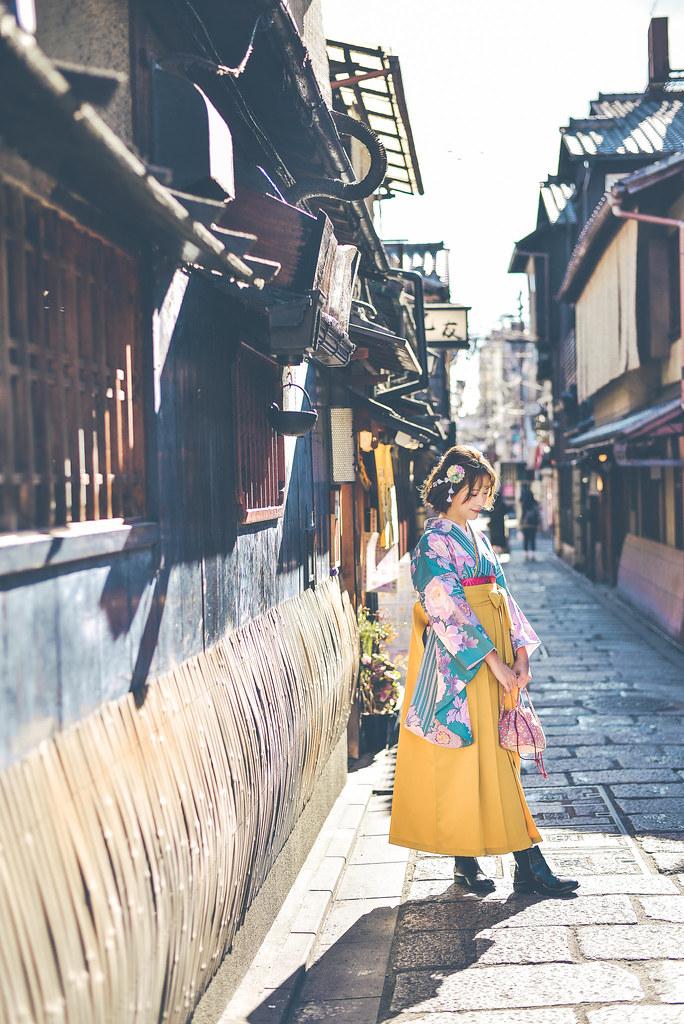walking around kyoto in kimono-1-23