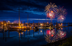 Bandon Fireworks (Manuela Durson) Tags: bandon oregon fireworks celebration celebrate night nightskyline nighttime coast coastal oregoncoast boats marina harbor