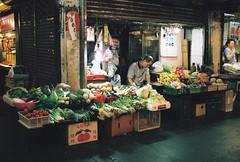 (YL.H) Tags: canon 500n hillvale sunny16 analog film taiwan 底片 新竹 東門市場 market
