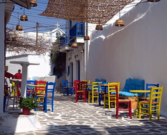 Les petites rues de NAXOS (LILI 296...) Tags: naxos rue chaise table gréce greece cyclades canonpowershotg7x