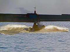 18063000958battello (coundown) Tags: genova battello porco panorama scorci barca barche navi lanterna spiagge viste pilota pilot