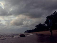 IMG_0159 ~ renungan pagi (alongbc) Tags: white sunrise cloudy cloud sky sea beach coast man sand water telukcempedak kuantan pahang malaysia travel place trip canon eos700d canoneos700d canonlens 10mm18mm wideangle