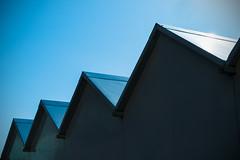 Cabine (Cellle ligure) 2 (Ondablv) Tags: shiluette mare estate celle ligure sun sky cielo geometric geometria lines linee ondablv cabine disegni semplici geometrie limpido