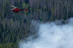 2018-06-29 K3 Colorado (519) (Paul-W) Tags: helicopter n669ac fire wildfire forestfire smoke rockymountainnationalpark 2018 bucket water coloradoriver colorado redhelicopter rope trees mountain burning