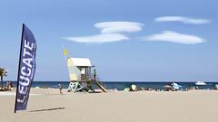 Leucate Plage - Poste de secours (jp Loazo) Tags: plage mer bateau ciel drapeau