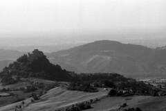 The Castle - Rossena - June 2018 (cava961) Tags: rossena castle analogue analogico monocromo monochrome bianconero bw