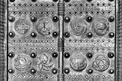 Details (devos.ch312) Tags: portal gate cathedral church details textures monochrome blakandwhite sony a7rii a7rm2 ilce7rm2 fe35mmf28 symmetry sinttheodarduscathedral minecathedral beringen belgium christinedevos