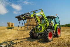 CLAAS Square Bales Team (martin_king.photo) Tags: harvest harvest2018 ernte 2018harvestseason summerwork powerfull martin king photo machines strong agricultural greatday great czechrepublic welovefarming agriculturalmachinery farm workday working modernagriculture landwirtschaft martinkingphoto moisson machine machinery field huge big sky agriculture tschechische republik power dynastyphotography lukaskralphotocz day fans work place clouds blue yellow gold golden eos country lens rural camera outdoors outdoor claasteam team posing allclaaseverything bales squarebales summer new claasatos