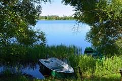 Lithuania / Trakai (Pantchoa) Tags: lituanie trakai bateau barque eau arbres ciel nature tourisme lac herbe