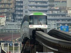 Tokyo Monorail Membungkuk (anggocc201) Tags: monorel monorail keretaapi train railway jepang japan tokyo hanedaairport transportasi transportation