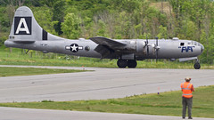 A98I2757 (CdnAvSpotter) Tags: fifi b29 superfortress boeing airplane aviation warbird vintage wings gatineau airport cynd ynd canada ottawa commemorative air force caf airpowertour marshallers ground crew bomber