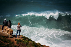 Nazaré (paul.wienerroither) Tags: waves surf power rawpower nature ocean oceanlove water sea seascape wave people view surfphotography natureshots nazaré portugal travel travelphotography photography canon 5dmk3 bigwave