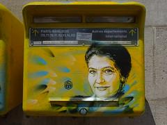C215 : Hommage à Simone Veil (juin 2018) (Archi & Philou) Tags: pochoir stencil streetart hommage simoneveil femme lady mailbox letterbox boîteauxlettres c215 paris13