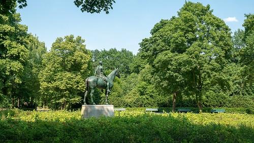 Amazone zu Pferde von Louis Tuaillon (1895 -1906)