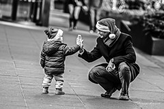 Say Hi to Santa (Mario Rasso) Tags: nikon mariorasso newyork manhattan unitedstates usa christmas bonding people lifestyles realpeople full