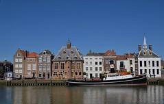 De Kolk, Stadhuiskade Maassluis (eddespan (Edwin)) Tags: dekolk maassluis zuidholland holland nederland niederlande netherlands water haven oudebinnenstad boot schip ship sleepboot stoomboot steamboot