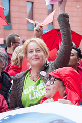 DSC01430 (NL - very busy imaging and work - sorry for that.) Tags: groenlinks manifestatie protest luchtvaart eindhoven brabant nederland netherlands sony a99 beercan 28135
