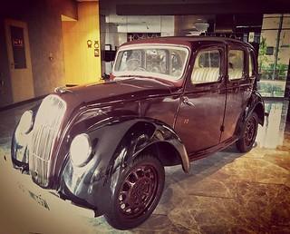 Yup, you can buy this car. At the #aloftnewdelhiaerocity #alofthotels #delhi #travel #travelpics #instatravel #Travelling #vintage #cars #austin #hotels #arthotel #staycation #india #delhiaerocity
