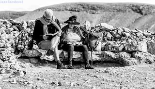 Lectores al sol. La Pared, Fuerteventura, enero 2018.