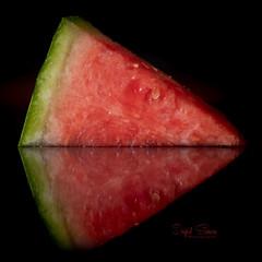 Hydrate (Inky-NL) Tags: ingridsiemons©2018 melon watermelon macromondays refreshments fruit food reflection lowkey macro hmm