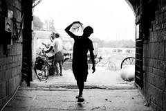 @ Koyambedu (Madhusudanan Parthasarathy) Tags: cwc chennaiweekendclickers cwc662 koyambedu chennai blackandwhite mono silhoutte highkey india market man walk worker