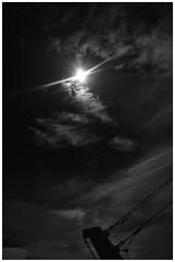 Under The Midnight Sun (RadarO´Reilly) Tags: sonne sun mitternachtssonne midnightsun nordsee northsea nordatlantik northatlantic himmel sky wolken clouds sw schwarzweis bw blackwhite blanconegro noiretblanc monochrome zwartwit