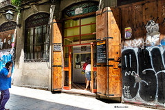 Ventalles (rossendgricasas) Tags: barcelona cat catalonia ventalla light colorimage people street streetphotography grafitti gòtic barrigòtic photo photographer photoshop nikon tamron