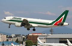 Alitalia. EI-IKL. Airbus A320-214. (Themarcogoon49) Tags: alitalia airbus a320 aircraft landing gva lsgg cointrin airport planespotting switzerland avgeek