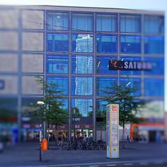 Home of the reflexion (Pascal Volk) Tags: berlin mitte alexanderplatz berlinmitte hotel parkinn wideangle weitwinkel granangular superwideangle superweitwinkel ultrawideangle ultraweitwinkel ww wa sww swa uww uwa sommer summer verano architecture architektur arquitectura canonpowershotg1xmarkiii 15mm dxophotolab dxoviewpoint spiegelung reflexion reflection reflexión reflejo réflexion