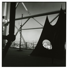 Alexander Calder (Tamakorox) Tags: france paris pompidoucenter calder sculpture art japan japanese asia lights shadow film filmphotography analoguecamera b&w zenzabronicas2 bronica kodaktmax400 fujibrovarigradewp フランス パリ ポンピドーセンター カルダー 彫刻 画家 日本 日本人