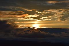 DSC_1374 (griecocathy) Tags: paysage coucher soleil ciel nuage montagne sombre lumineux noir gris bleutée crème jaune oranger or
