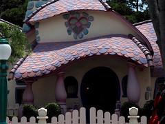 Disneyland, Tokyo (Viewed Through My Eyes) Tags: japan tokyo disney disneyland toontown toons olympus omd em10 slr