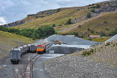 Fill 'Em Up (whosoever2) Tags: uk united kingdom gb great britain england nikon d7100 train railway railroad july 2018 arcow quarry biffa gbrf class66 66783 stone aggregate