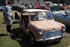West Midlands Classic Car Club annual show 28 (Mount Fuji Man) Tags: westmidlandsclassiccarclub annualshow classiccar courtyard july2018 dudleycastle