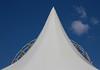 Le ciel est toujours plus bleu ailleurs (Pi-F) Tags: triangle ciel blanc bleu nuage roue fête géométrie composition équilibre simple minimalisme maxime