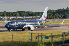 TUI AIRWAYS G-FDZG 20/06/18 EGKK (_alphabravo) Tags: avgeek aviation aviationphotography airplane airport avporn airliner airline canon eos600d eos england egkk gatwick gatwickairport planespotter planespotting photography plane planeporn sky window jet cloud aircraft cockpit people photo