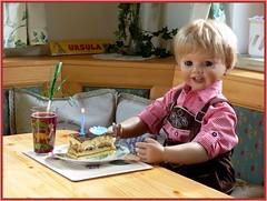 Happy Birthday Luis ! (ursula.valtiner) Tags: puppe doll künstlerpuppe masterpiecedoll monikapeterleicht geburtstag birthday torte cake lederhose leathertrousers kerze candle