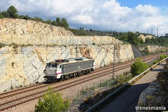 Aislada II (Trenesmania) Tags: tren trenes train trains rail railway ferrocarril bahn eisenbahn renfe adif 251 251015 mitsubishi japonesa locomotora electrica tarragona tortosa lametllademar ebre catalunya