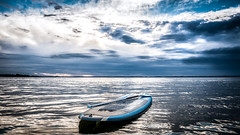 Ready for the storm (GComS) Tags: water lake sea mer orage storm weather clouds nuage reflets reflection glare highlights board paddle blue bleu planche