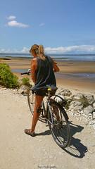 20180717_143308 copie (C&C52) Tags: paysage landscape sentier littoral vélo femme personne smartphone