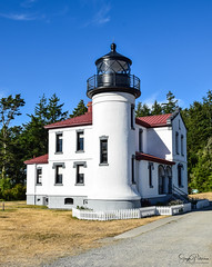 Admiralty Head Lighthouse, Fort Casey State Park (SonjaPetersonPh♡tography) Tags: washington washingtonstate stateofwashington water ocean whidbeyisland coupeville usa unitedstates scenic scenery landscape fortcaseystatepark pugetsound nikon nikond5300 historicbuilding historicsite nationalregisterofhistoricplaces admiraltyinlet admiraltyheadligh admiraltyheadlighthouse admiraltyhead
