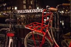 Bullebaksluis (178/365) (Walimai.photo) Tags: night noche nuit bike bici bicicleta bicycle amsterdam holanda netherlands holland puente bridge red rojo color colour nikon d7000 nikkor 35mm