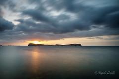 Sa Conillera (ANGELS ARALL) Tags: atardecer sunset calaconta illesbalears ibiza mar sea reflejos largaexposicion longexposure