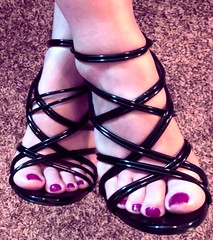 baring sandals (pbass156) Tags: sandals sandalias strappy shoes toes toefetish toenails teasing feet foot footfetish fetish sexy suckable