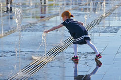 Girl and a fountain (Shark CR Photo) Tags: sonya7iii sonyef70200g gorkypark muzeon russia2018 moscow summertime may spring water waterdrops jet play girl youth kid park fountain