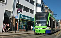 Tram unit 2562 Crown Hill Croydon 15/07/18. (Ledlon89) Tags: london bus tram buses trams tfl transport londonbus londonbuses londontrams wimbledon croydon