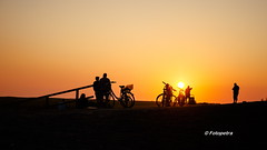 Hier trift man sich.............. (petra.foto busy busy busy) Tags: sonnenuntergang nordsee deich stpeterording silhouette menschen personen sommer urlaub fotopetra 5dmarkiii