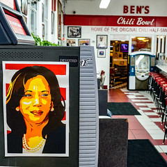 2018.07.25 Kamala Harris at Ben's Chili Bowl, Washington, DC USA 05267