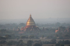 Bagan Sunrise Balloon Ride (Buster&Bubby) Tags: pagoda bagan balloon balloonride myanmar sunrise